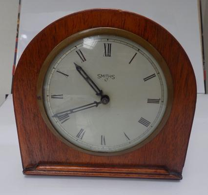 Vintage Smith's clock - W/O - approx. 6 inches x 6 inches