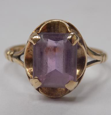 Antique 9ct gold & square cut amethyst ring