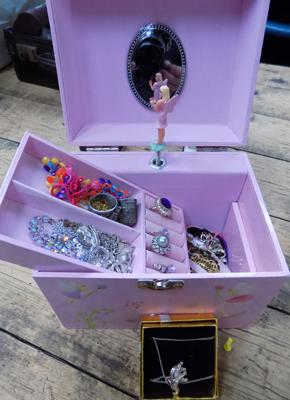 Jewellery box containing silver & other items