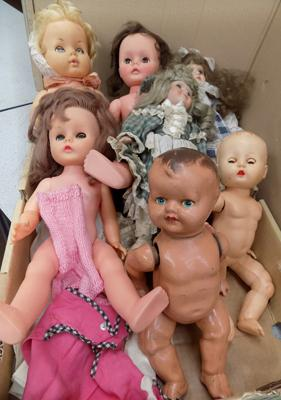 Selection of vintage & some antique dolls