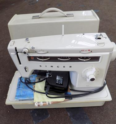 Singer 514 sewing machine, full W/O, incl. manuals & cover, footswitch etc...