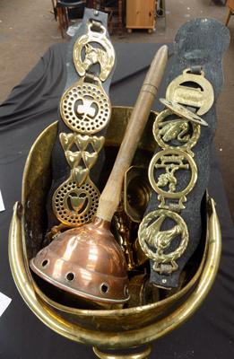 Brass coal skuttle & other brass items