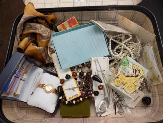 Suitcase of jewellery & collectables