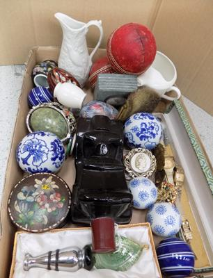 Selection of collectables, incl. brooches, vintage aftershave bottle etc...