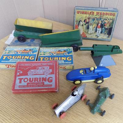 Collection of 1940's tinplate toys & boxed games