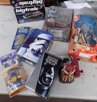 Selection of vintage + retro toys & collectables