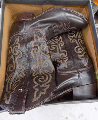 Pair of authentic leather Justin cowboy boots, size 8.5D, chocolate brown with ornate inlay