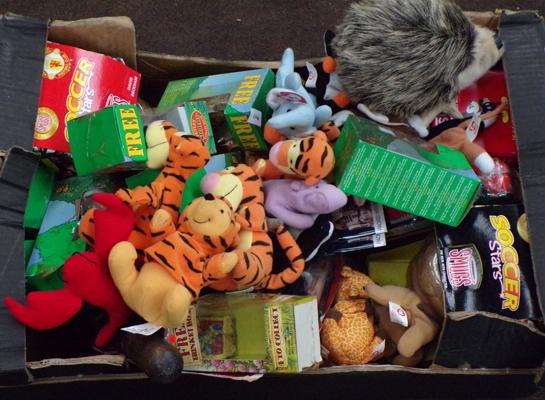 Selection of vintage toys inc Ty bears, Star Wars etc