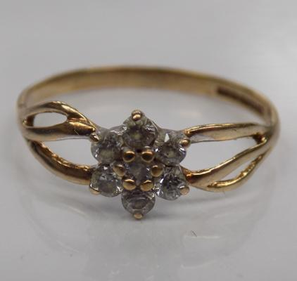 9ct Gold white stone cluster ring size N
