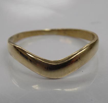 9ct Gold wishbone style ring size J