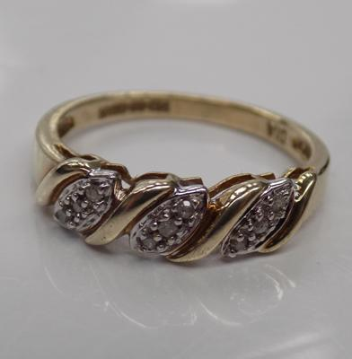 9ct Gold & diamond ring size L 1/2