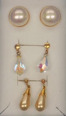 3x Pairs of 9ct gold earrings