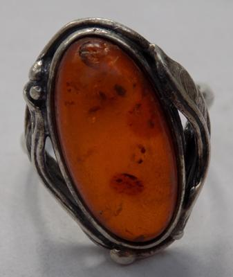 Vintage nouveau style amber ring