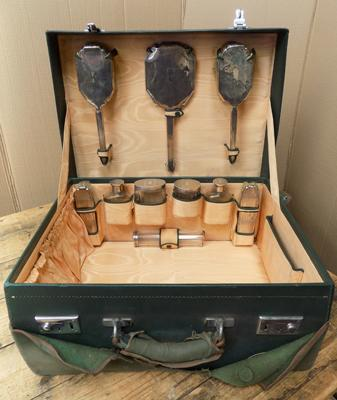 1937 London hallmarked vanity set in case, with original cover
