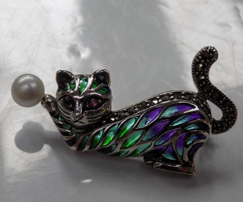 Silver pearl & marcasite cat brooch