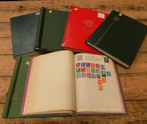 6 binders/stock books of World stamps