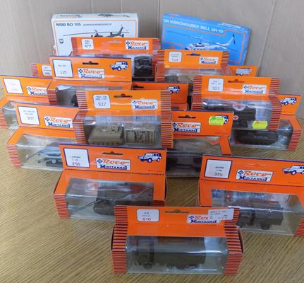 20 Roco Mini Tanks, incl. 2 helicopters, all boxed