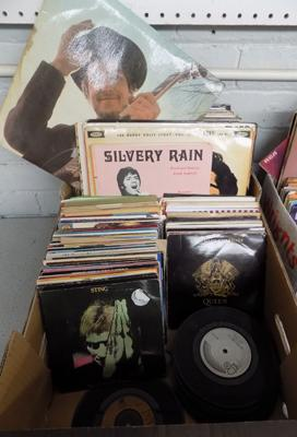 Box of records, LP's and singles incl. Bob Dylan, Buddy Holly, Beatles, Queen etc.