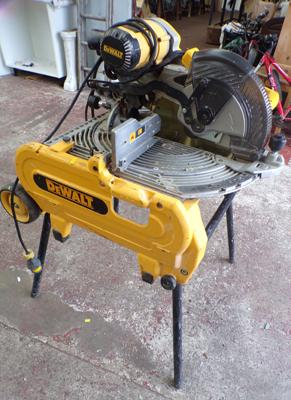 Dewalt volt table saw on legs, W/O with nearly new saw blade - just fitted