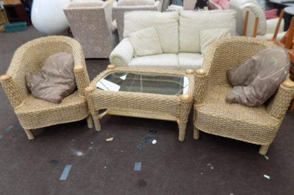2 wicker chairs and table