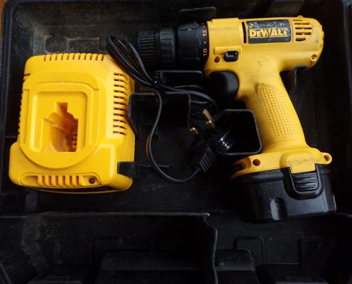 Dewalt 14.4v cordless drill, one battery & charger in box (sold as seen)