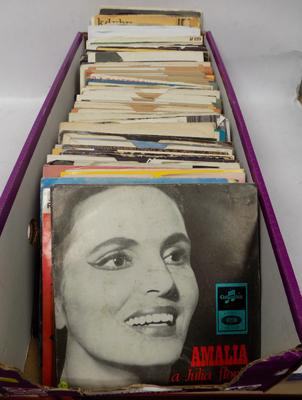 Box of mainly 60's and 70's singles