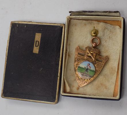 9ct gold medal, Wybsey Warrier, 1929, approx. 6.2 grams, in original case