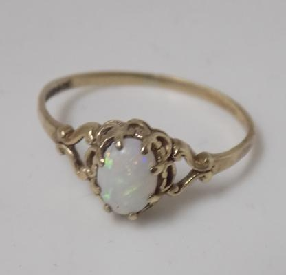 9ct gold opal ring size Q 1/2