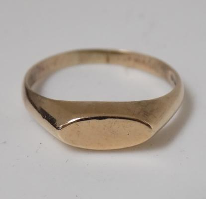 9ct gold vintage signet ring size Q