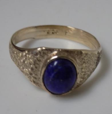 9ct gold blue stone cabachone ring size U