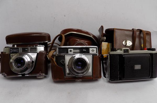 3 Vintage cameras; Kodak pronto LK Refinette, AGFA Super Silette Range Finder & Kodak Junior 2 folding camera (all cased)