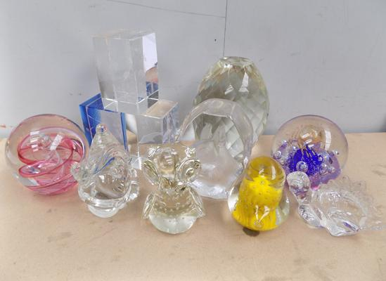 Selection of paperweights incl. Amanda Haywood