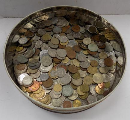 Tin of assorted coins