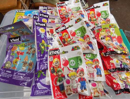 25 collectables blind bags incl. rare Mario figures