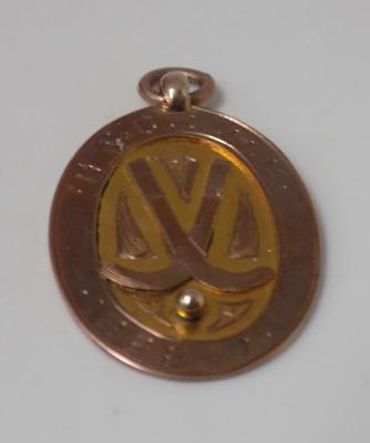 Vintage 9ct gold (yellow and rose gold) hockey medal 1926