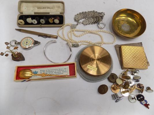 Tray of vintage collectables incl. silver bangle etc.