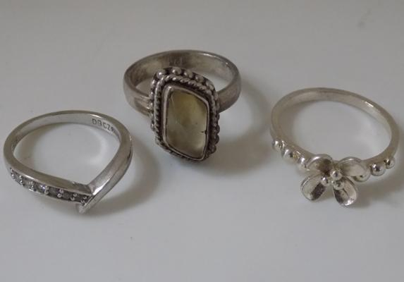 3 vintage silver rings incl. moonstone