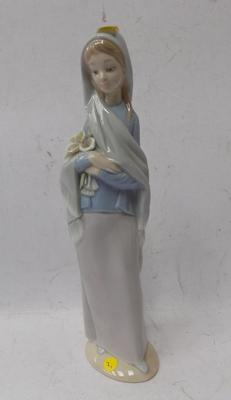 "Lladro girl figure holding flowers - 10"" (no damage)"