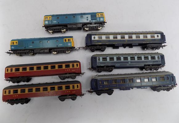 2 Lima Locos and 5 coaches