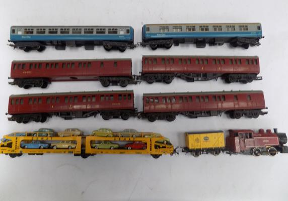 1 Loco (Lima), 5 coaches and 2 wagons