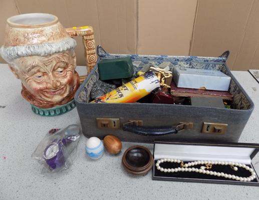 Vintage case containing collectables