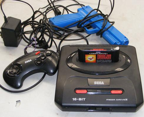 Sega mega drive 2 - 16 Bit with dragon game, controller and gun