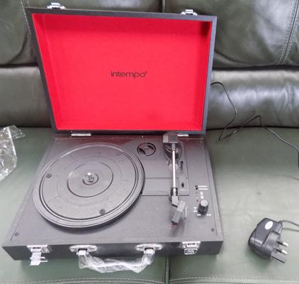 Intempo Bluetooth record player - portable and rechargeable W/O