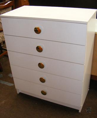 Five drawer set of bedroom drawers