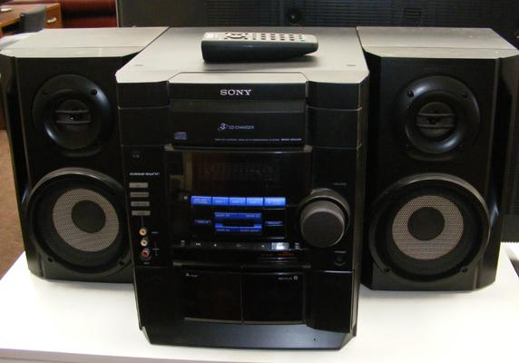 Sony CD hi-fi with speakers in W/O