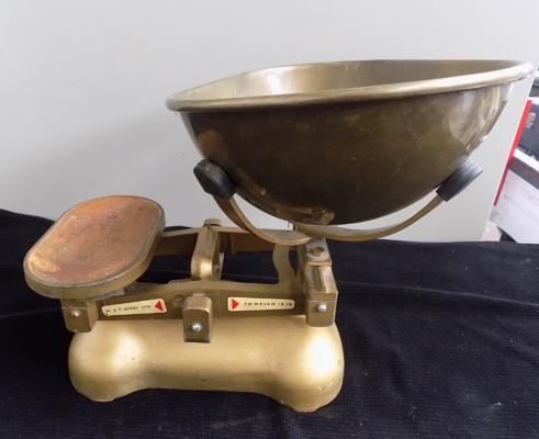 Vintage Avery weighing scales