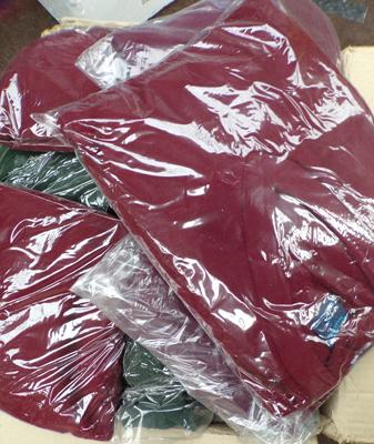 Box of 24 acrylic jumpers (mixed sizes/colours)