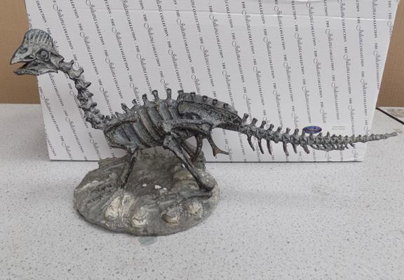 Dinosaur skeleton model from Juliana collection