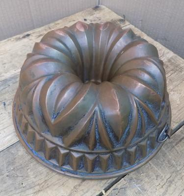 Antique copper jelly/cake mould