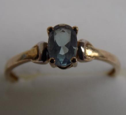 9ct gold blue topaz solitaire ring, size N